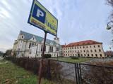 Tak mieszka o. Tadeusz Rydzyk w Toruniu. Zobacz dom i zdjęcia niezwykłej posiadłości!