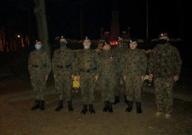 Przed rajdem członkowie Małej Armii Lipno złożyli kwiat i znicze przed pomnikiem Gabriela Narutowicza oraz na mogiłach poległych żołnierzy.