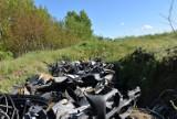 Obrzeże Sławna zalane śmieciami samochodowymi [ZDJĘCIA, WIDEO] - sygnał Czytelniczki