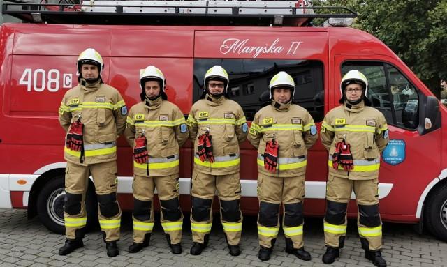 Na zdjęciu w nowych ubraniach specjalnych: od lewej Sławomir Rybarczyk, Tomasz Kazierski, Sebastian Sobieraj, Piotr Zakrzewski, Krzysztof Zakrzewski