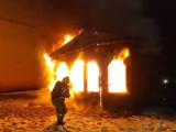 Groźny pożar w Czaplinku. Spłonął pawilon handlowy [zdjęcia]