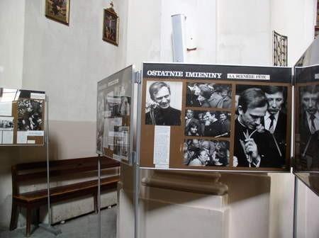 Wystawa eksponowana w murach kościoła gimnazjalnego od dzisiaj będzie prezentowana w ChDK.