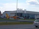 Opole. Śmigłowiec LPR lądował przy salonie BMW. Przyleciał ratować mężczyznę, który tam zasłabł [ZDJĘCIA]