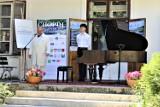 """Festiwal """"Chopin en vacances"""" w Parskach. Artyści zagrali na fortepianie z 1888 roku ZDJĘCIA"""