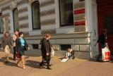 Żąda od Łodzi mieszkania. Łodzianka protestowała przed magistratem