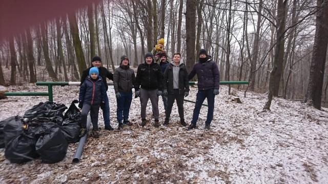 Stowarzyszenie Wodzisław 2.0 zainicjowało akcję sprzątania lasu przy Baszcie