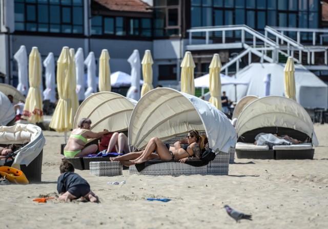Za siedem noclegów w hotelu trzygwiazdkowym dla dwóch dorosłych osób nad polskim morzem trzeba zapłacić średnio 3 018 zł.