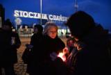 W dniu pogrzebu Borysa Niemcowa zapalono znicze pod Pomnikiem Poległych Stoczniowców [ZDJĘCIA]
