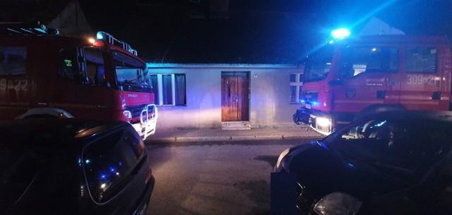 Jak informują nas strażacy, pożar wybuchł na korytarzu na pierwszym piętrze budynku. W akcji gaśniczej udział wzięły dwie jednostki OSP z Koronowa oraz jedna PSP z Bydgoszczy