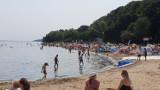 Wakacje w Pucku: plaża zapełnia się szukającymi ukojenia w gorący dzień wczasowiczami, kolonistami i miejscowymi | ZDJĘCIA, WIDEO