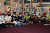"""""""Noc Bibliotek 2020"""": w bibliotece szkolnej w Wicku zorganizowano czytanie """"Dziadów"""""""
