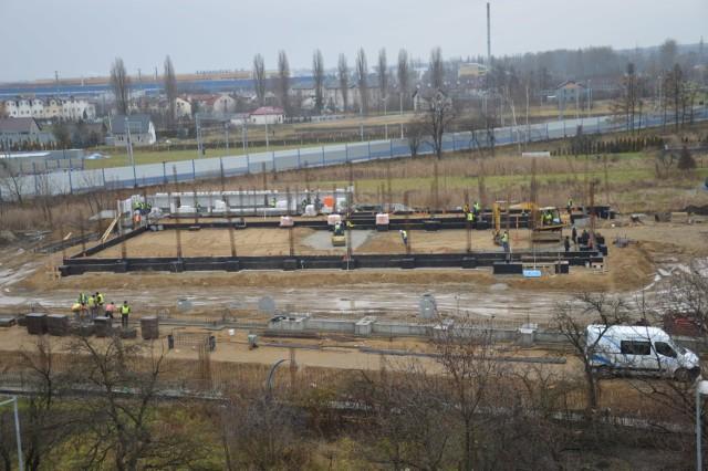 Budowa nowego sklepu Biedronka w Bochni przy ul. Krzeczowskiej, 22.12.2020