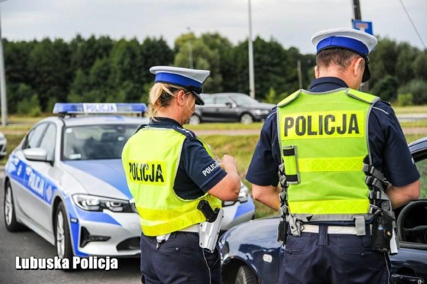 Policjanci zatrzymali kierowcę, który jechał za szybko w...