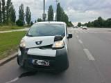 Zderzenie samochodów na skrzyżowaniu Dąbrowska/Lodowa w Łodzi  [ZDJĘCIA]