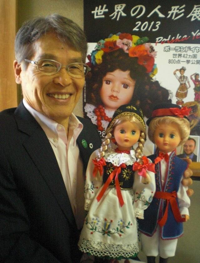 Etsuo Miyoshi z lalkami w strojach kaszubskich