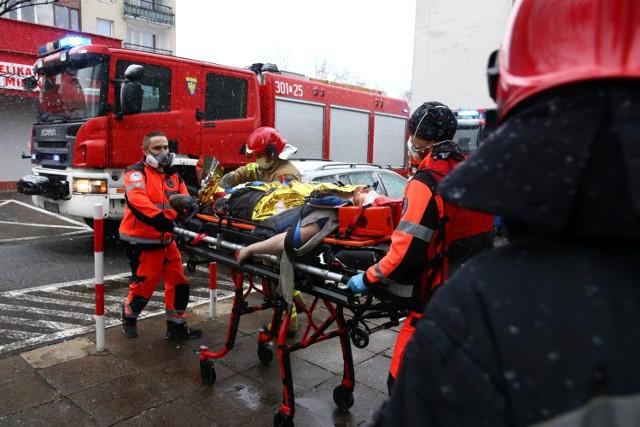 Dramatyczne wydarzenia rozegrały się we wtorek (5.01.2020) około godziny 14 w bloku przy ulicy Hubala w Opolu. W wypadku windy ciężko ranny został pracownik.