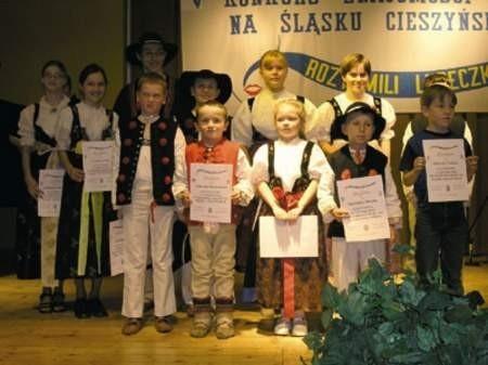 Najmłodsi laureaci konkursu znajomości gwary na Śląsku Cieszyńskim odebrali pamiątkowe dyplomy i wyróżnienia.