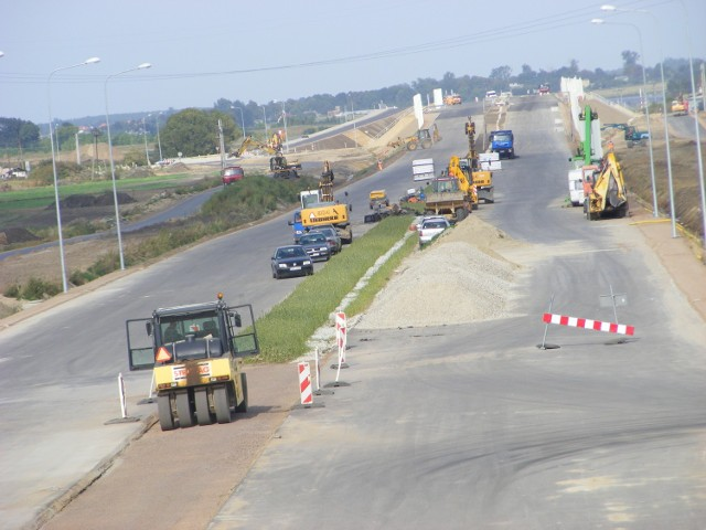 Budowa zachodniej obwodnicy Poznania trwa dłużej niż planowano. Powoli jednak zbliża się do końca