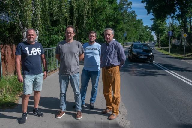 Mieszkańcy ul. Morasko od 2015 roku czekają na budowę kanalizacji. Ta miała się rozpocząć już cztery lata temu. Do tej pory łopata nie została wbita w ziemię pod inwestycję.