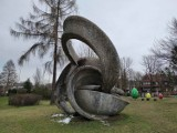 """Zakopane. Będzie remont rzeźby """"Orbity"""", rzeźby nazywanej Uchem Naczelnika. Miasto dostało na to dofinansowanie"""