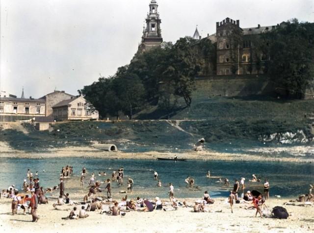 Plaża pod Wawelem w Krakowie.