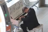 Zagrał na pianinie w Pyrzowicach. Niesamowita muzyka na lotnisku [WIDEO, ZDJĘCIA]