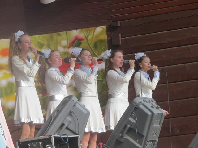 Jednym z zespołów zaproszonych na koncerty towarzyszące 45. Spotkaniom z Folklorem Kujaw i Ziemi Dobrzyńskiej w Ciechocinku był zespół Bubiency z obwodu kaliningradzkiego w Rosji. Tańczą i śpiewają w nim bardzo młodzi ludzie. W Ciechocinku zaprezentowali się solo, w zespołach wokalnych i w grupowych tańcach. W różnych rytmach i klimatach. Widzowie nie szczędzili braw i pełnych aprobaty okrzyków.