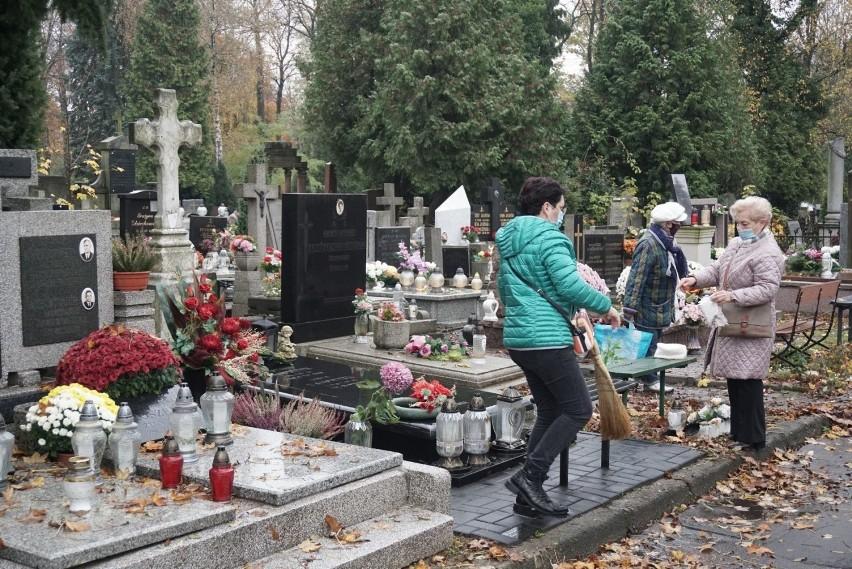 Dramatyczne liczby zgonów w październiku. Co się dzieje?W...