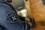 Gliwiccy policjanci zatrzymali trzech mężczyzn podejrzanych o rozbój. Okradli 62-latka na pl. Piastów