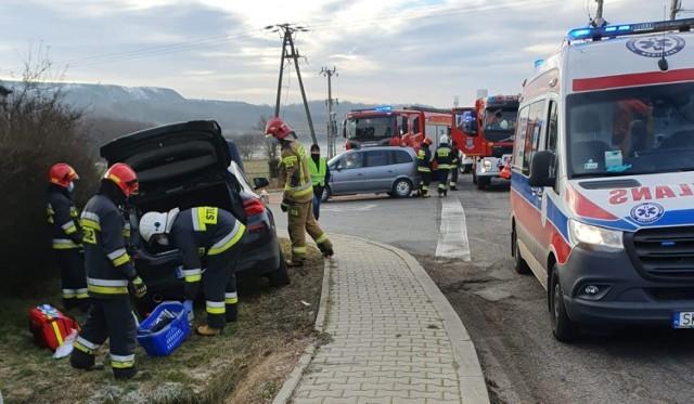 W wyniku wypadku do szpitala trafiły dwie osoby