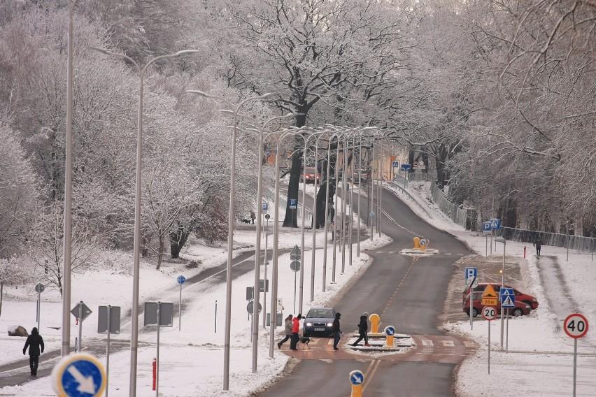 ul.Rolna ... w śnieżnym anturażu