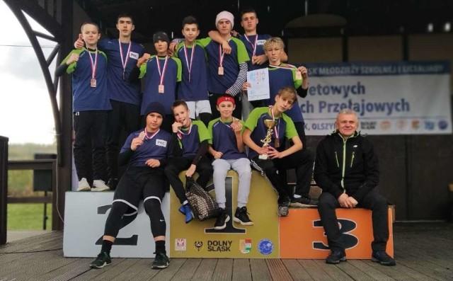 Uczniowie SP 4 Stargard na podium ogólnopolskiego finału sztafetowego biegu przełajowego