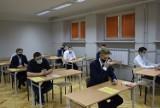 Matury 2021 w Skierniewicach. Zespół Szkół zawodowych nr 2 pisze matematykę ZDJĘCIA