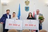 Powiat pleszewski. Absolwentki Zespołu Szkół Technicznych odebrały bony edukacyjne