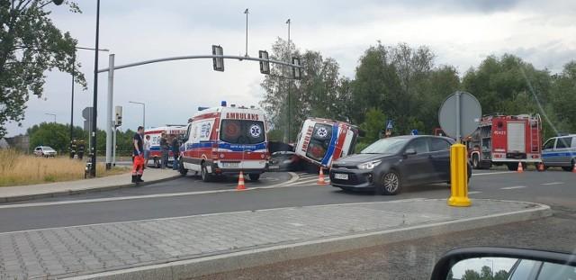 Zderzenie karetki, osobówki i samochodu dostawczego na ul. Kujawskiej w Gliwicach 19.07.2019