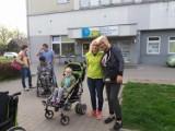 Rodzice niepełnosprawnych dzieci z Piotrkowa protestują przed Sejmem w Warszawie