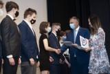 Stypendia za osiągnięcia w nauce. W CK 105 w Koszalinie wyróżniono najlepszych uczniów [ZDJĘCIA, WIDEO]