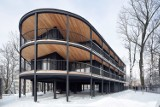 Niezwykły apartamentowiec w Chorzowie! Jest inny niż wszystkie. Czerń, drewno i tylko osiem mieszkań. Zobaczcie ZDJĘCIA
