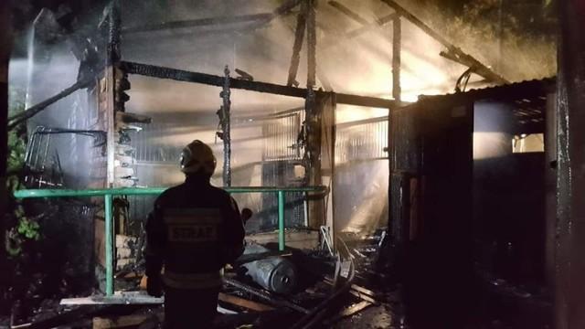 Działania strażaków na miejscu pożaru trwały kilka godzin