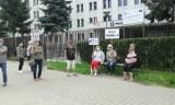 Protest pod komendą w Zamościu. Uczcili święto 3 maja. Po ponad miesiącu przyszło wezwanie na policję