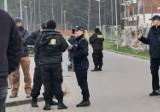 """Toruń. Próba porwania dzieci na JAR-ze? Mężczyzna miał grozić nożem. Policja: """"Nie mamy takich zgłoszeń"""""""