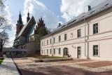 Olkusz. Rewitalizacja kwartału królewskiego zakończona. Stare starostwo wygląda przepięknie. 22 maja 2021 otwarcie. ZDJĘCIA