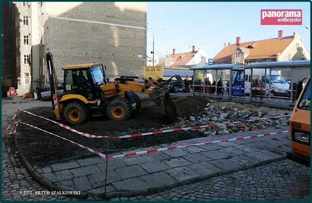 Były szalet miejski, który działał w przeszłości przy ul. Wysockiego, w pobliżu pl. Grunwaldzkiego w Wałbrzychu, został zburzony