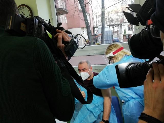 Naczelny epidemiolog Uniwersyteckiego Szpitala Klinicznego to pierwszy wrocławianin zaszczepiony na koronawirusa
