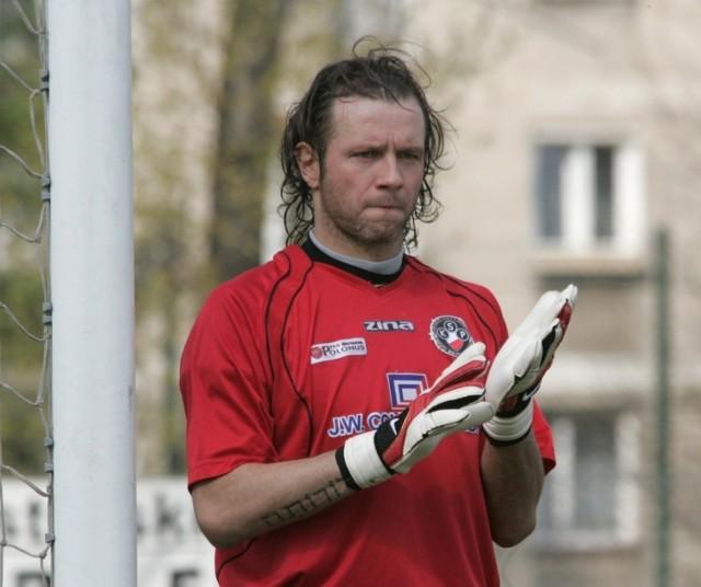 Na tym zdjęciu sprzed 12 lat, Radek stał na bramce w meczu o mistrzostwo II ligi, był wówczas zawodnikiem Polonii Warszawa