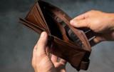 Znalazł pieniądze na chodniku. Lubartowska policja szuka osoby, która je zgubiła
