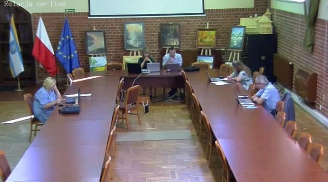 Nadzwyczajna sesja usteckiej rady odbyła się zdalnie. Obradom przewodniczyła nowa przewodnicząca Lena Iwan-Kucia