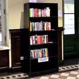 Dworzec Toruń Główny włącza się w akcję uwalniania książek i adoptuje rośliny
