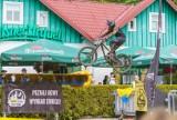 Krynica-Zdrój. Downhill przyciągnął sporą widownię. Ekstremalne widowisko rowerowe pozostanie na długo w pamięci [ZDJĘCIA]