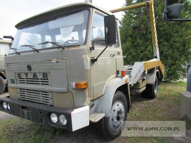 Samochód do wielogabarytowych pojemników na samochodzie STAR 200 IR fabryczny: 64976 Rok produkcji: 1988 Cena: 4500  Zobacz kolejne zdjęcia. Przesuwaj zdjęcia w prawo - naciśnij strzałkę lub przycisk NASTĘPNE
